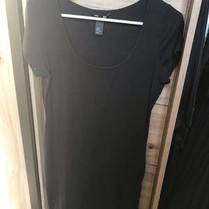 Basic short sleeve black dress